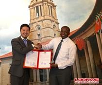 全球外交官中国文化之夜组委会主席许云祖先生拜访南非驻华使馆并颁发主办单位证书